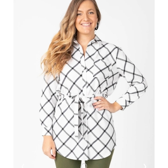 Agnes & Dora Tops - BNWT Agnes and Dora flannel tunic